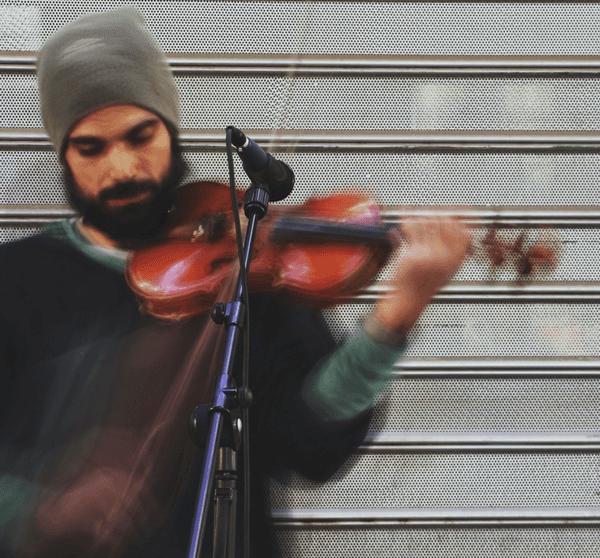 Musiker/Artist spielt Geige