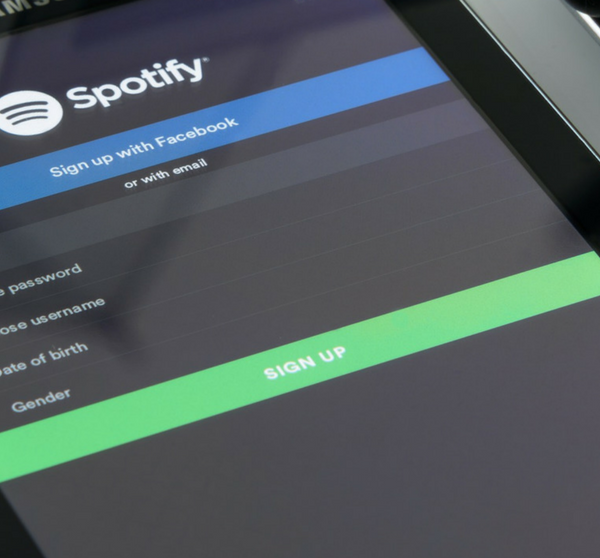 Samsung Tablet mit Spotify App offen
